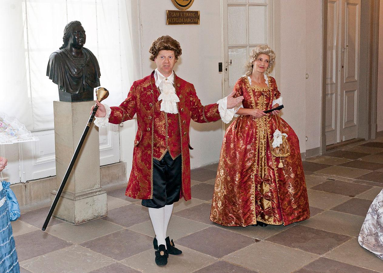 Schlossführung mit kostümierten Teilnehmern