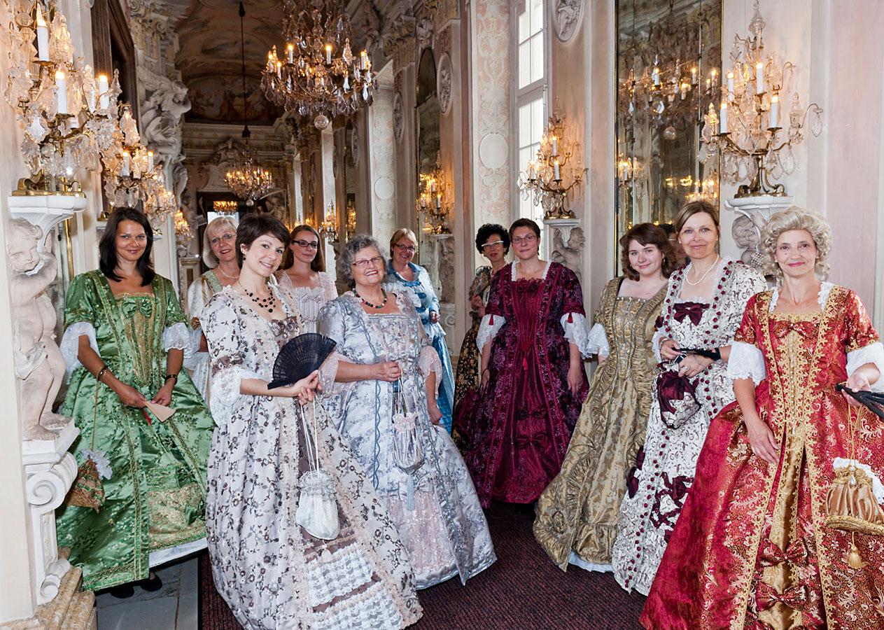 Peoplefotografie: kostümierte Gäste beim Soiree Royale im Schloss Ludwigsburg